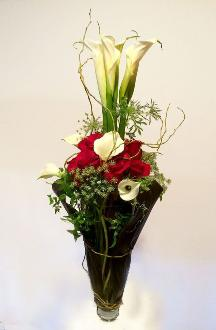 red roses,calla lilies
