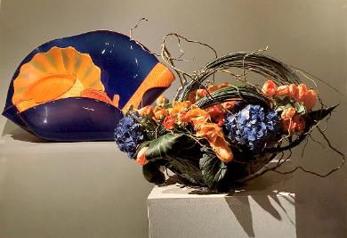chihuly ultramarine stemmed form 1988, bouquet by yukiko